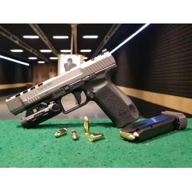 Střelba z pistole s laserovým zaměřovačem