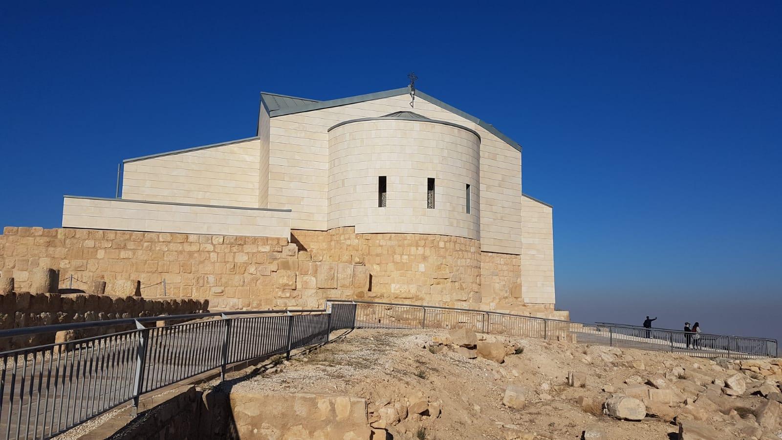 Kostel na hoře Nebo