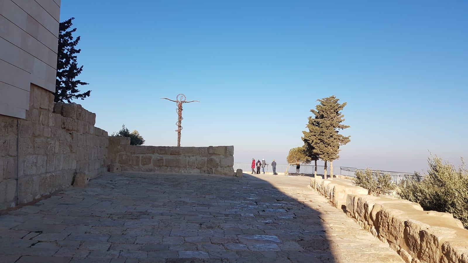 Pomník na hoře Nebo